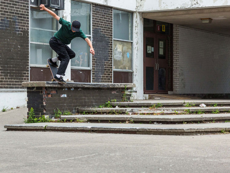 Riley Cronin - BS Noseblunt - Photo: Nathan Stripp